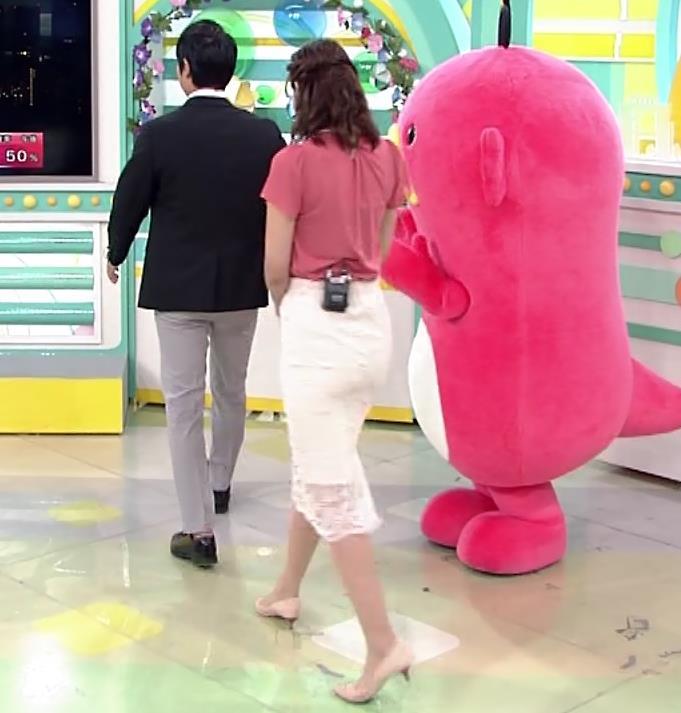 斎藤真美アナ タイトスカートお尻キャプ・エロ画像3