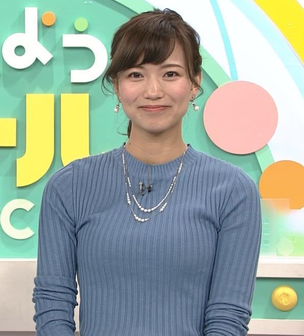 斎藤真美アナ ニット巨乳キャプ画像2