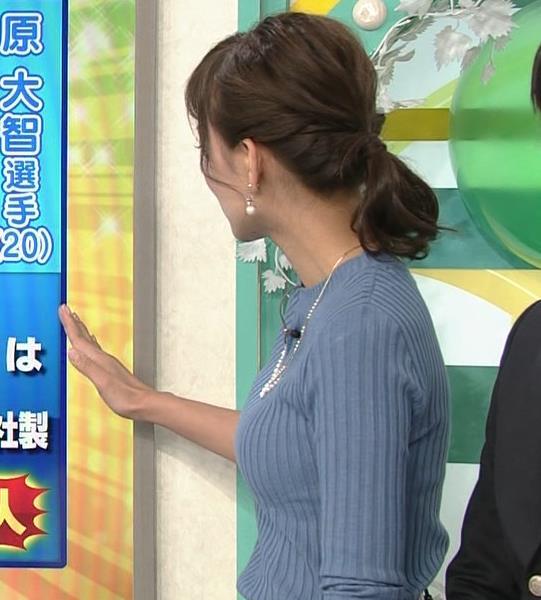斎藤真美アナ ニット巨乳キャプ画像17