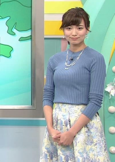 斎藤真美アナ ニット巨乳キャプ画像10