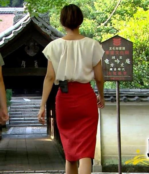 斎藤真美 タイトスカートでエロいお尻がクッキリキャプ画像(エロ・アイコラ画像)