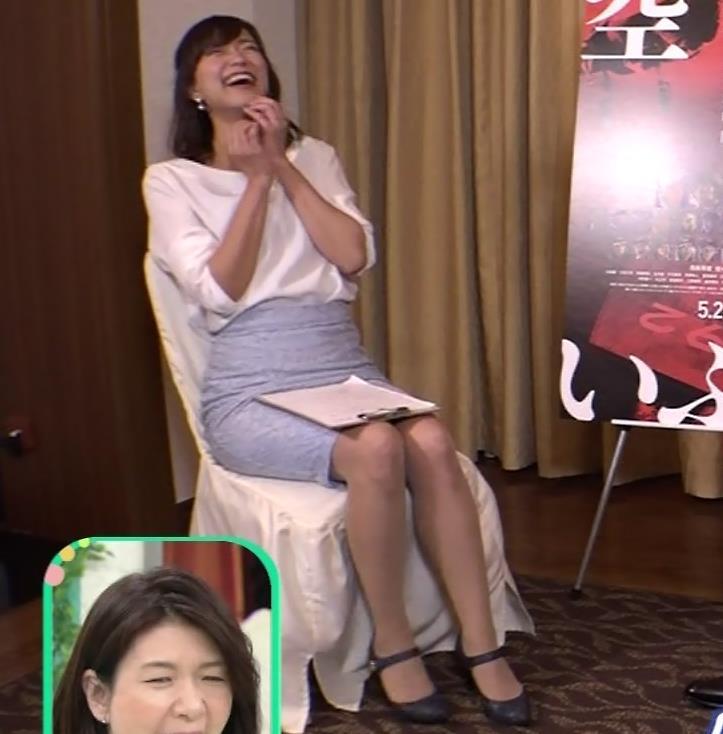 斎藤真美アナ タイトスカートで座っているのがエロいキャプ・エロ画像3