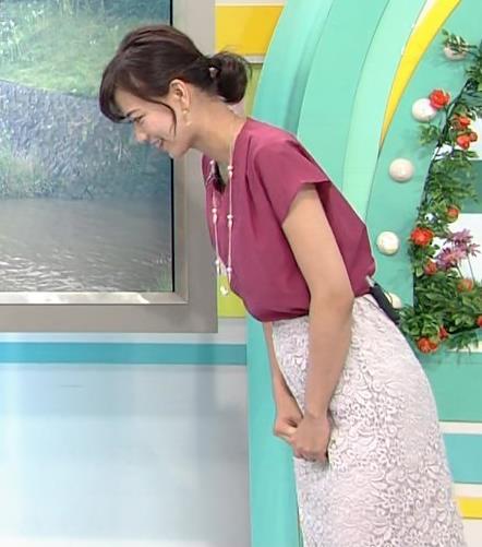 斎藤真美アナ 花柄のスカートキャプ・エロ画像2