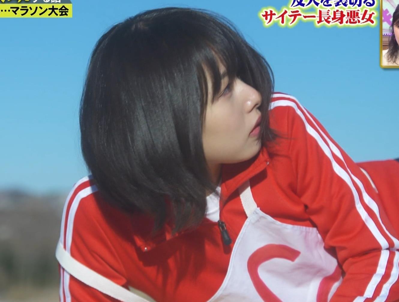 桜井日奈子 (女子高生役)体操服で脚露出キャプ・エロ画像12