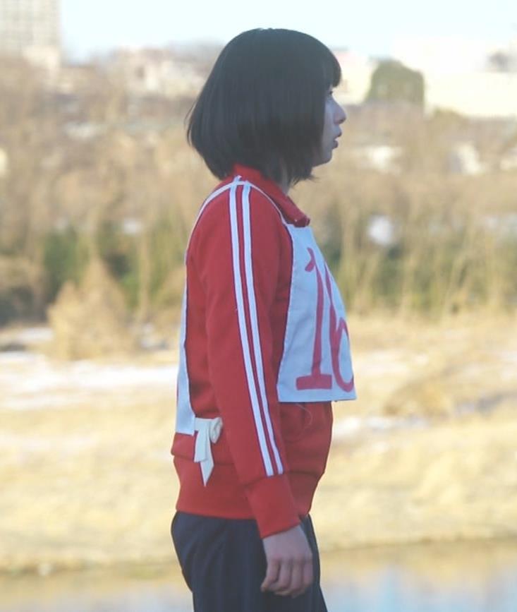 桜井日奈子 (女子高生役)体操服で脚露出キャプ・エロ画像15