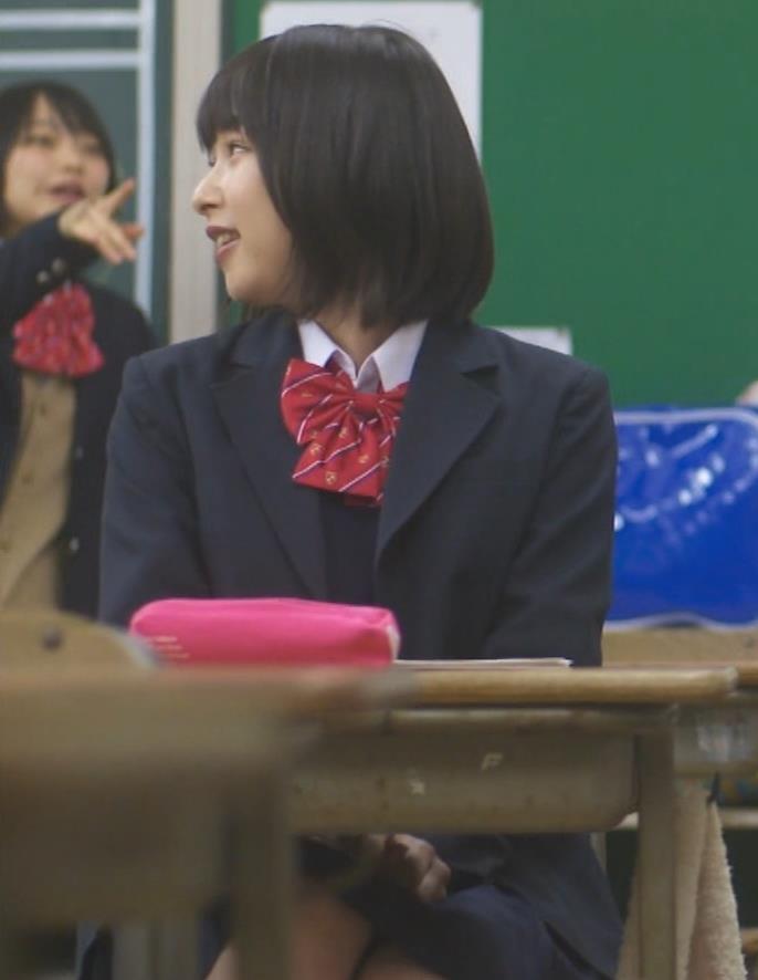 桜井日奈子 (女子高生役)体操服で脚露出キャプ・エロ画像6