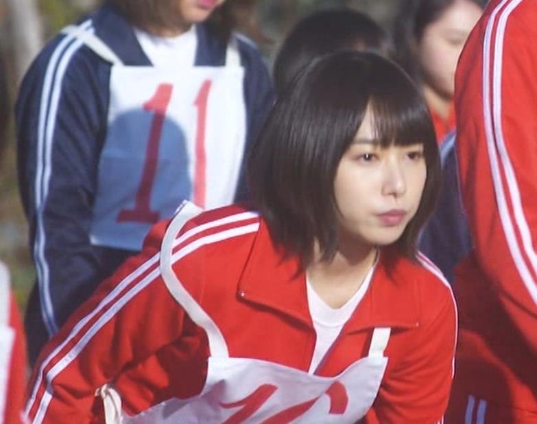 桜井日奈子 (女子高生役)体操服で脚露出キャプ・エロ画像9