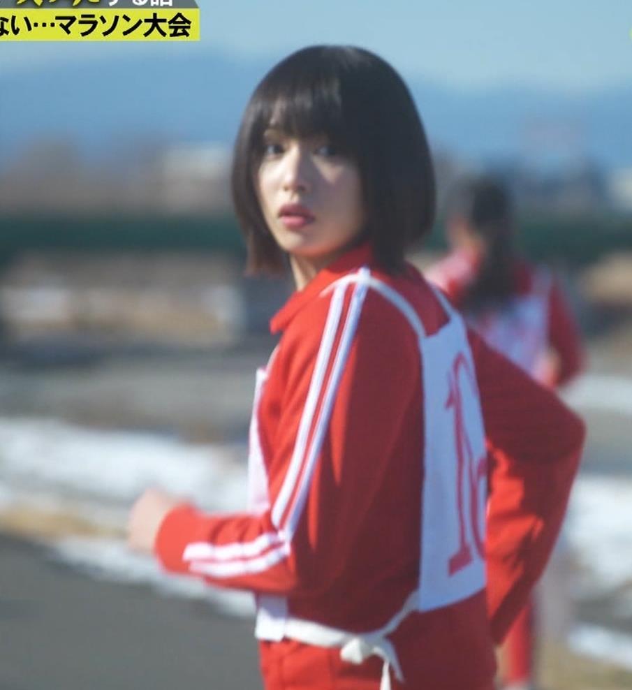 桜井日奈子 (女子高生役)体操服で脚露出キャプ・エロ画像10
