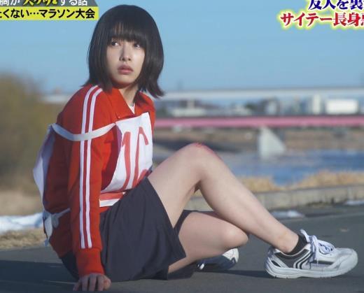 桜井日奈子 (女子高生役)体操服で脚露出キャプ画像(エロ・アイコラ画像)