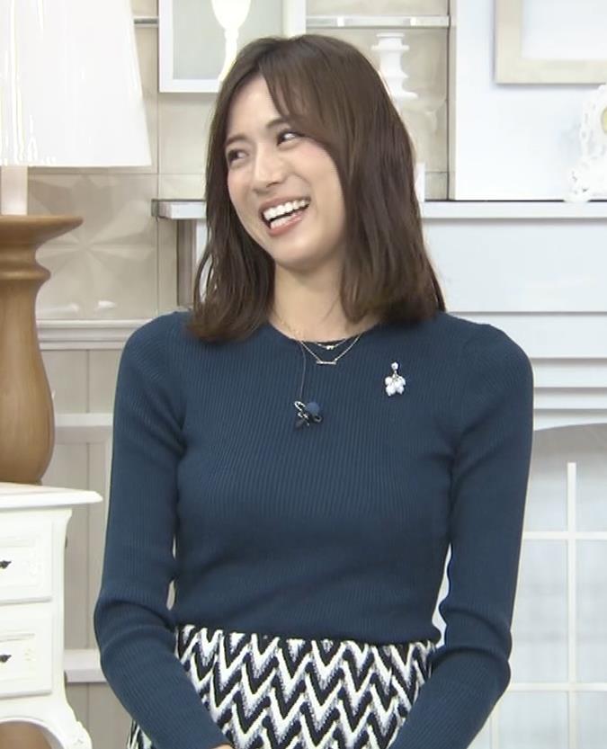 笹川友里アナ いつもタイトめなニット着てる気がするキャプ・エロ画像2