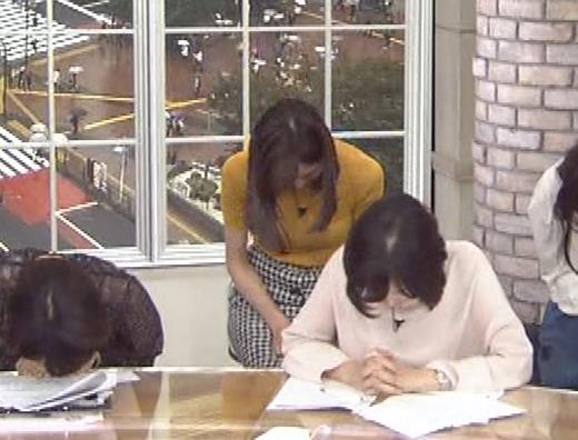 笹川友里アナ エッチな胸のふくらみキャプ・エロ画像8