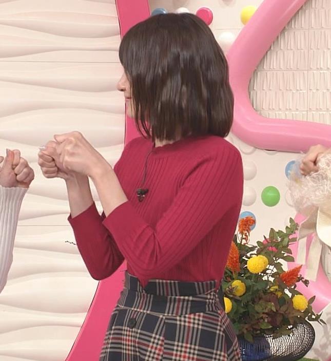 笹崎里菜アナ ワインレッドのぴったりニットキャプ・エロ画像3