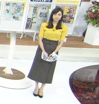 アナ ブラ透けの露出した背中キャプ・エロ画像