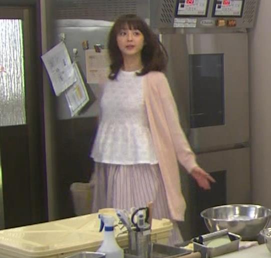 佐々木希 胸のふくらみキャプ・エロ画像4