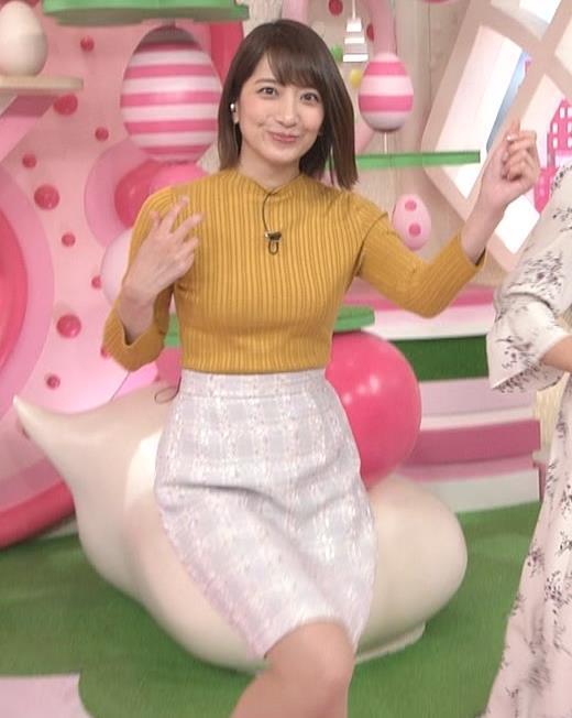 笹崎里菜アナ ピチピチの服のおっぱいキャプ・エロ画像10