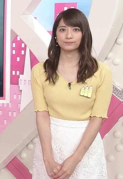 笹崎里菜アナ 黄色いニットの乳キャプ・エロ画像9