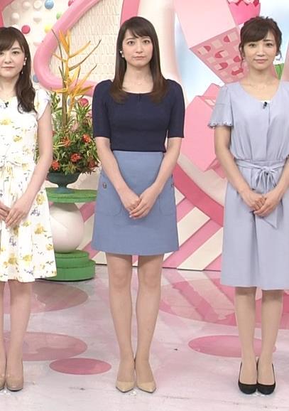 アナ ニットおっぱい&ミニスカ美脚キャプ・エロ画像