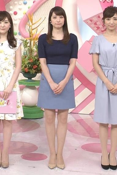 アナ ニットおっぱい&ミニスカ美脚キャプ・エロ画像6