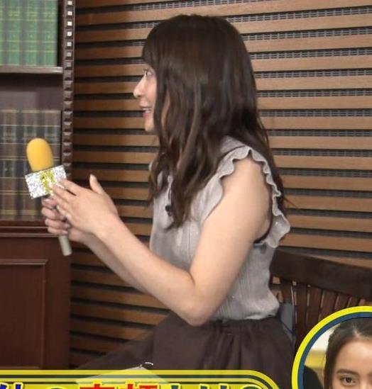 笹崎里菜アナ ノースリーブでワキちらキャプ・エロ画像