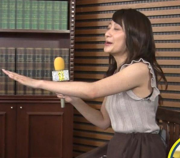 笹崎里菜アナ ノースリーブでワキちらキャプ・エロ画像2