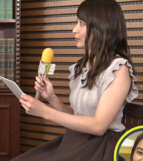笹崎里菜アナ ノースリーブでワキちらキャプ・エロ画像5