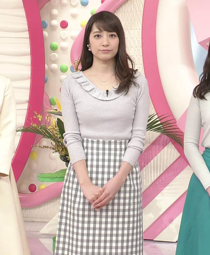 笹崎里菜アナ ニット乳&ミニスカ美脚キャプ・エロ画像