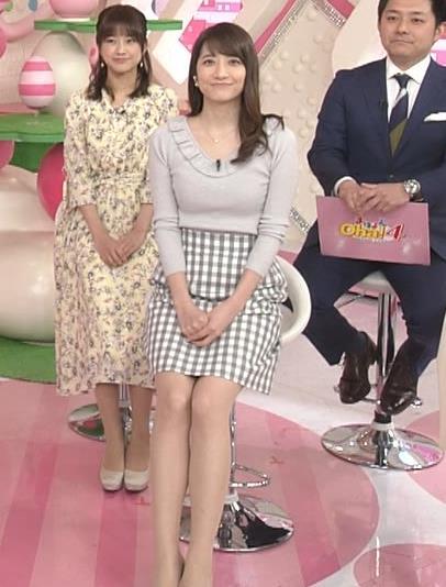 笹崎里菜アナ ニット乳&ミニスカ美脚キャプ・エロ画像13