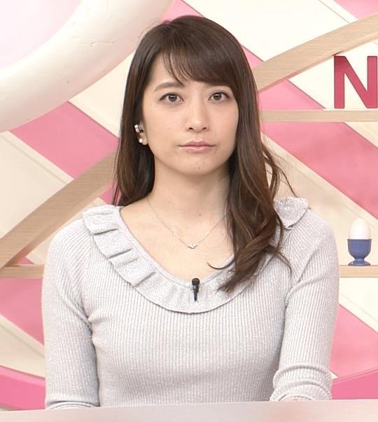 笹崎里菜アナ ニット乳&ミニスカ美脚キャプ・エロ画像3