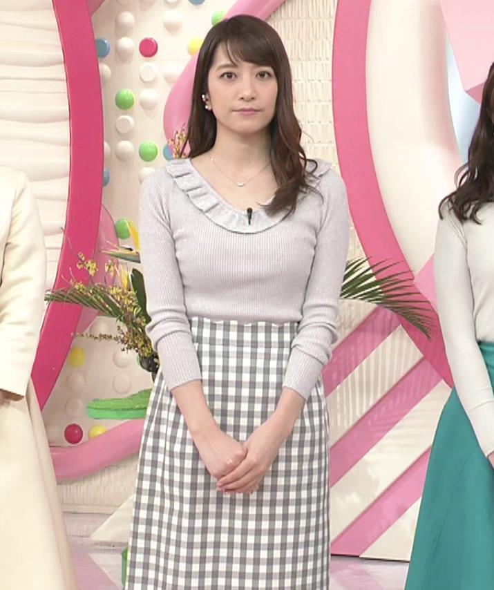 笹崎里菜アナ ニット乳&ミニスカ美脚キャプ・エロ画像4