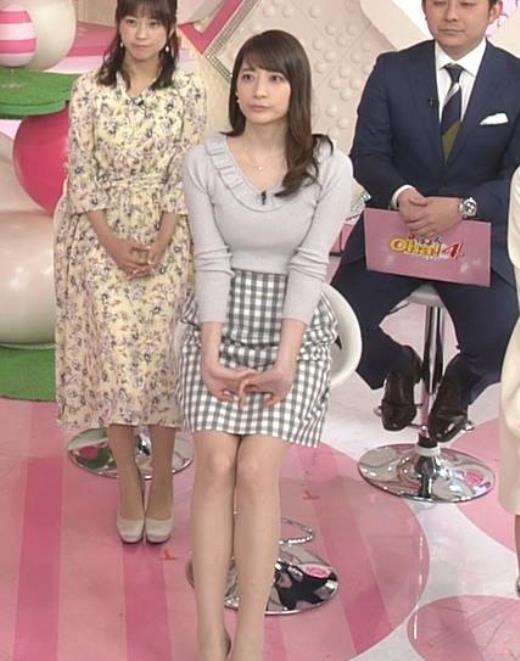 笹崎里菜 ニット乳&ミニスカ美脚キャプ画像(エロ・アイコラ画像)