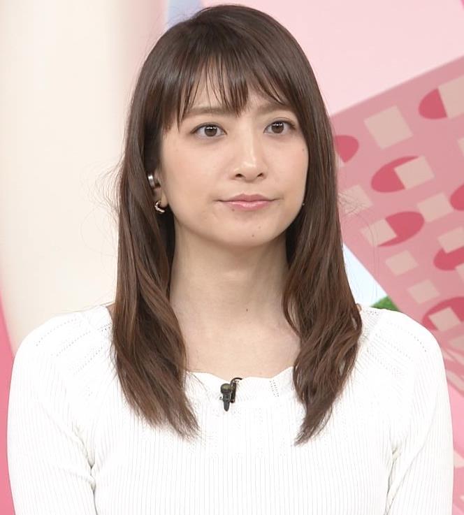 笹崎里菜アナ 白いニットキャプ・エロ画像