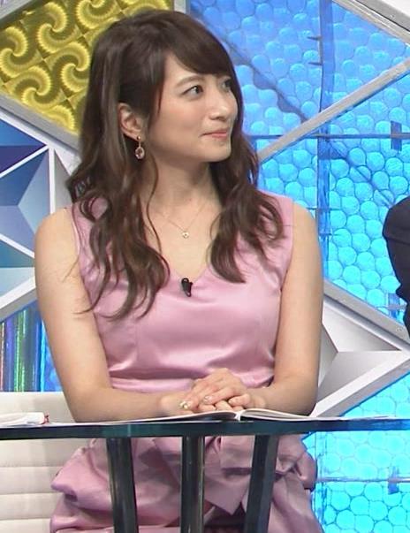 笹崎里菜アナ パンチラキャプ・エロ画像3