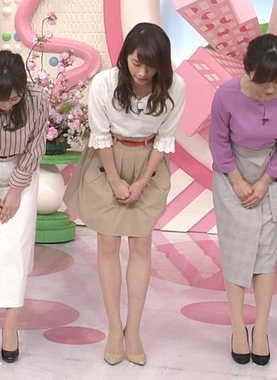 笹崎里菜アナ 白い美脚キャプ・エロ画像