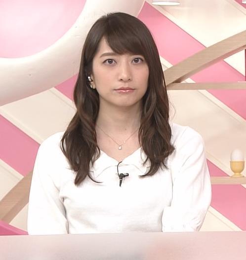 笹崎里菜アナ 白い美脚キャプ・エロ画像2