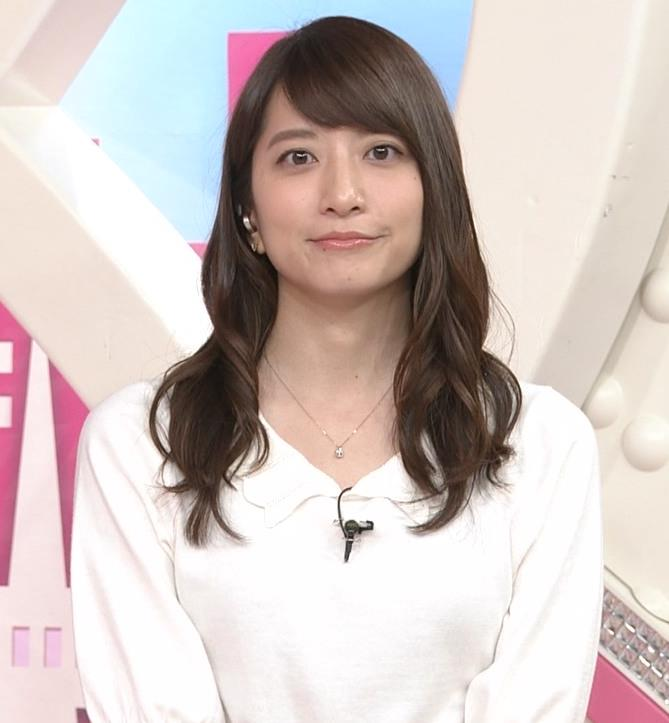 笹崎里菜アナ 白い美脚キャプ・エロ画像4