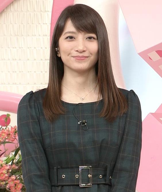 笹崎里菜アナ ミニスカワンピースキャプ・エロ画像3