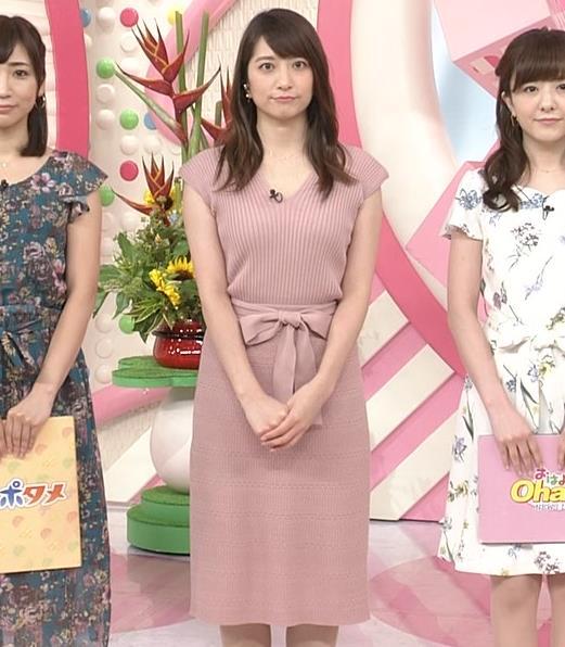 笹崎里菜アナ 胸元緩めのニットワンピースキャプ・エロ画像3