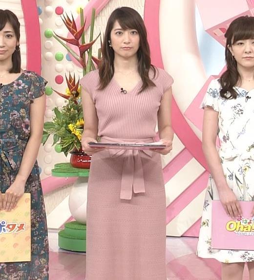 笹崎里菜アナ 胸元緩めのニットワンピースキャプ・エロ画像5