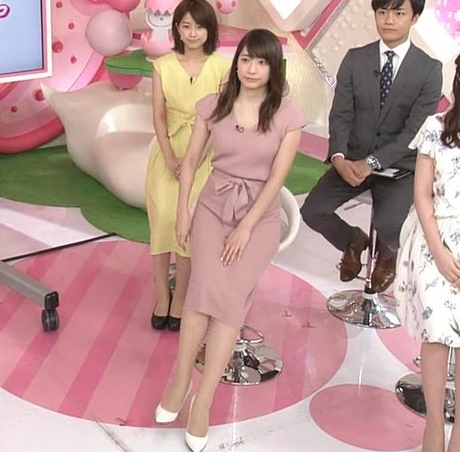 笹崎里菜アナ 胸元緩めのニットワンピースキャプ・エロ画像8