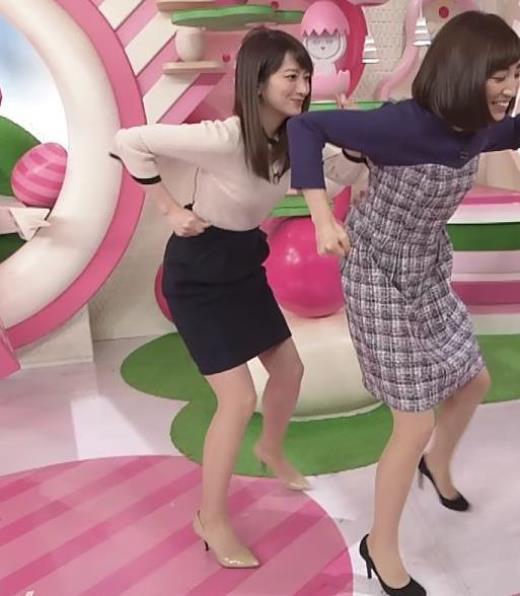 笹崎里菜 タイトスカートで脚を開いてパツパツキャプ画像(エロ・アイコラ画像)