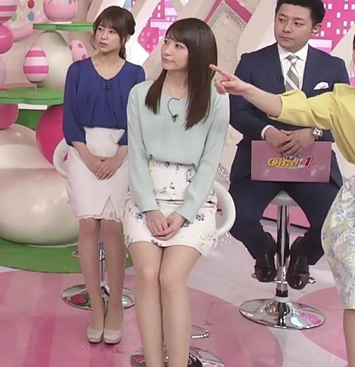 笹崎里菜アナ ミニスカで座って太もも見え過ぎキャプ・エロ画像3