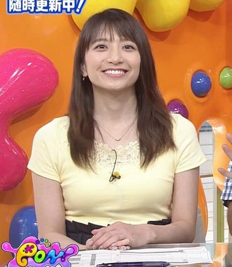 笹崎里菜アナ パツパツのTシャツでお胸が大変なことにキャプ・エロ画像
