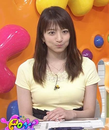 笹崎里菜アナ パツパツのTシャツでお胸が大変なことにキャプ・エロ画像2