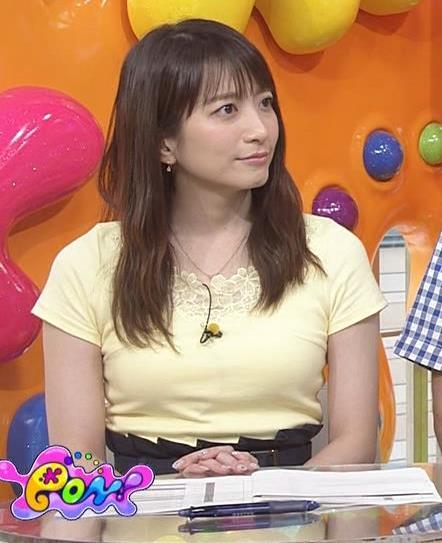 笹崎里菜アナ パツパツのTシャツでお胸が大変なことにキャプ・エロ画像9