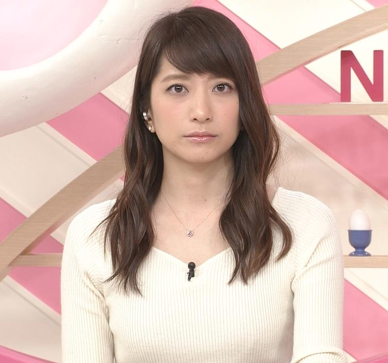笹崎里菜アナ ニット乳&黒ストッキングキャプ・エロ画像2