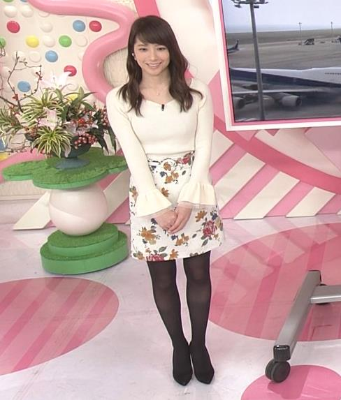 笹崎里菜アナ ニット乳&黒ストッキングキャプ・エロ画像8