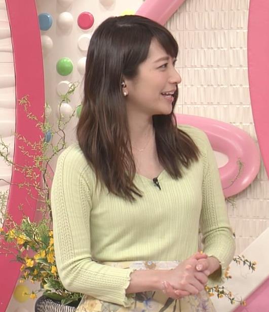 笹崎里菜アナ 安定のニット乳キャプ・エロ画像2