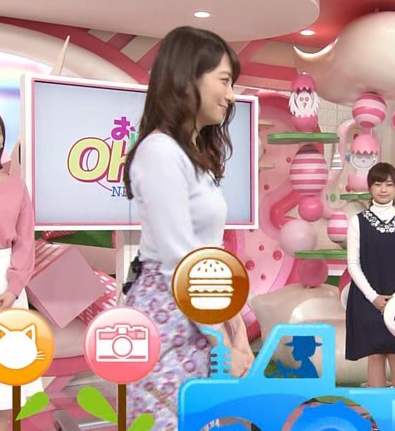 笹崎里奈アナ ニット乳+美脚キャプ・エロ画像6
