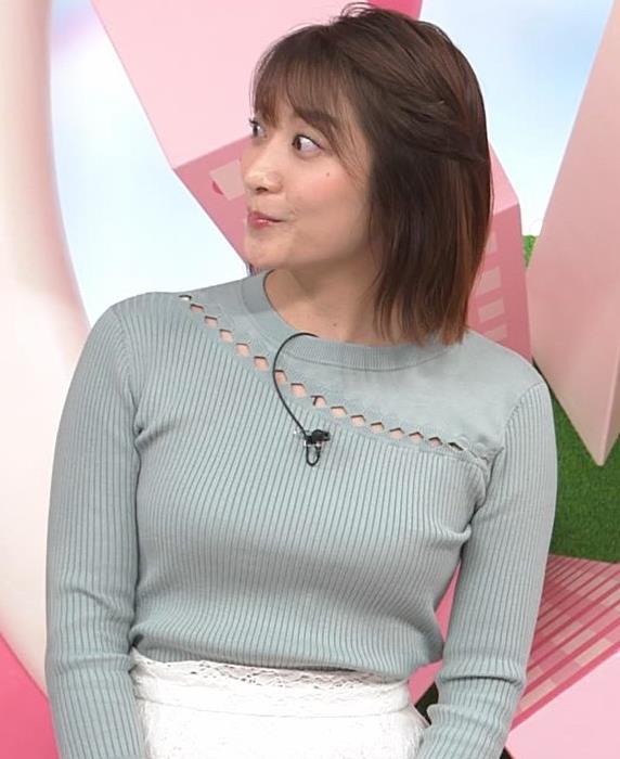 笹崎里菜アナ 腕で乳寄せキャプ・エロ画像