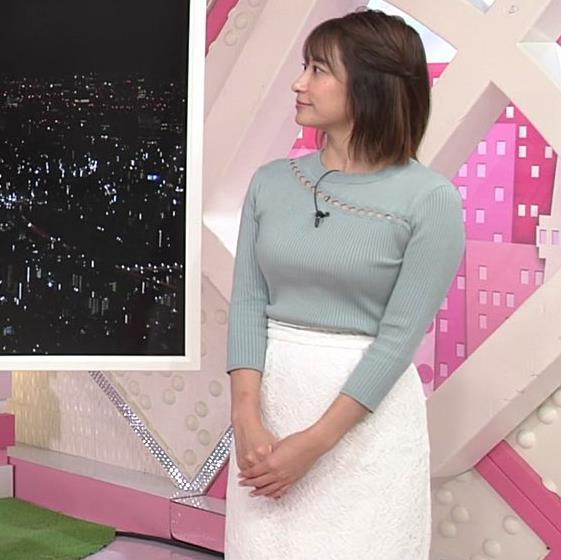 笹崎里菜アナ 腕で乳寄せキャプ・エロ画像4